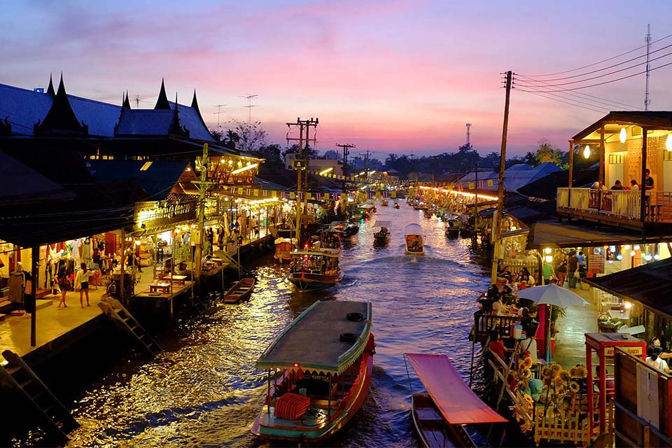 Amphawa, if you try it, it's so wonderful.